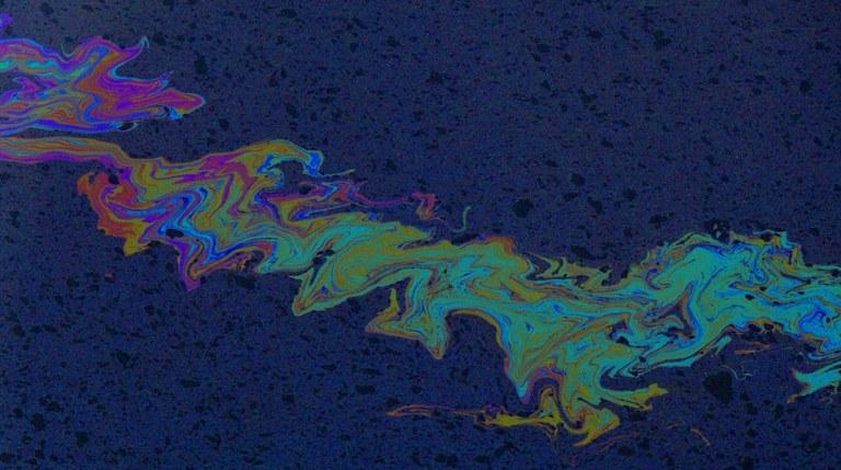 WaterPollutionOilDeule-1184x662.jpg